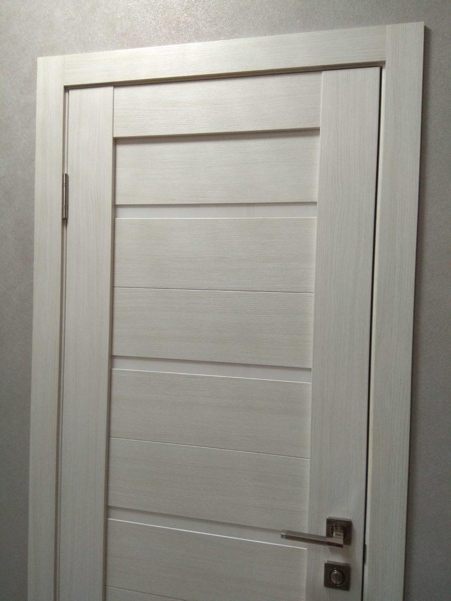 Дверь открывается в коридор