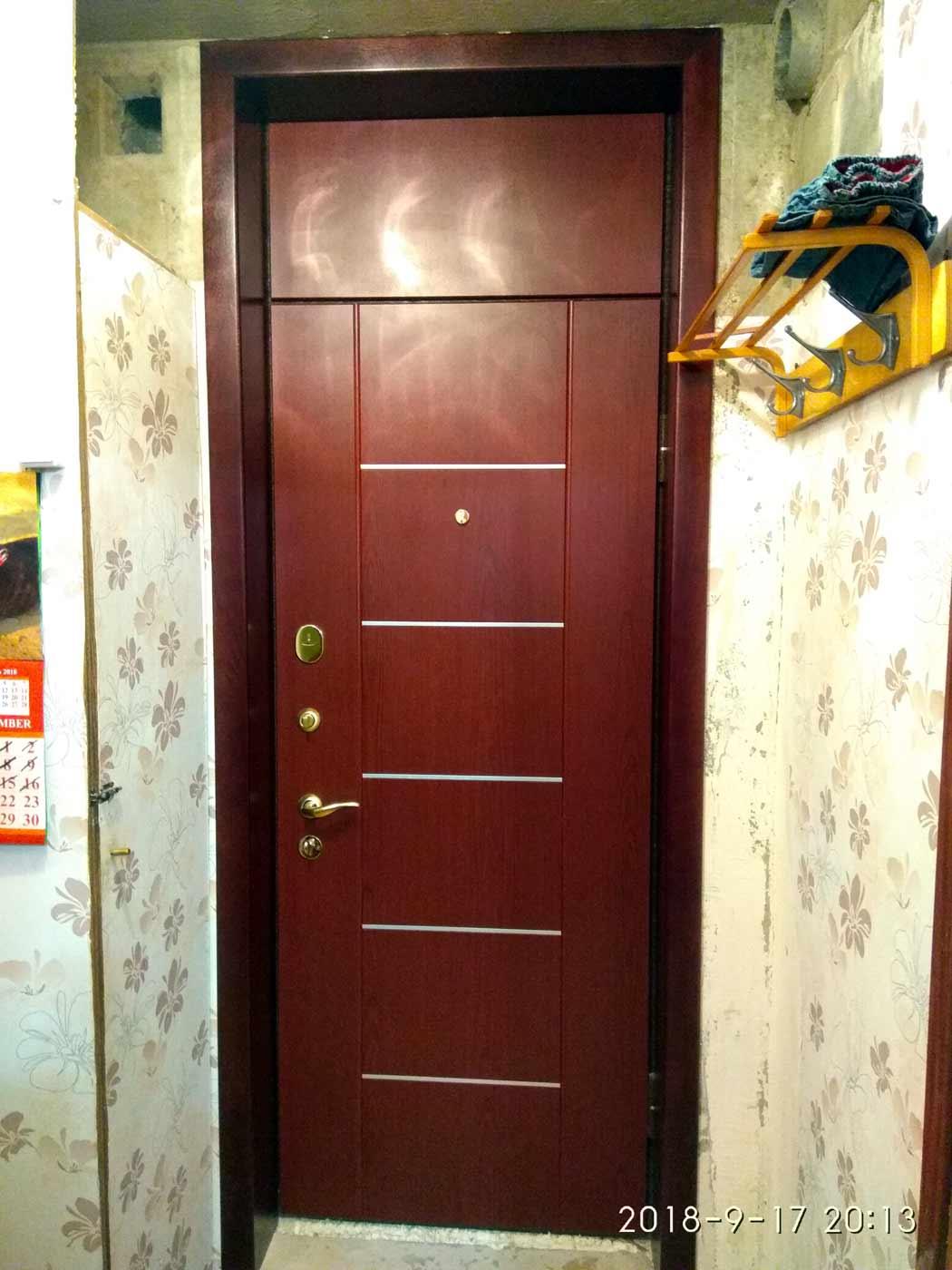 Входная дверь с фрамугой