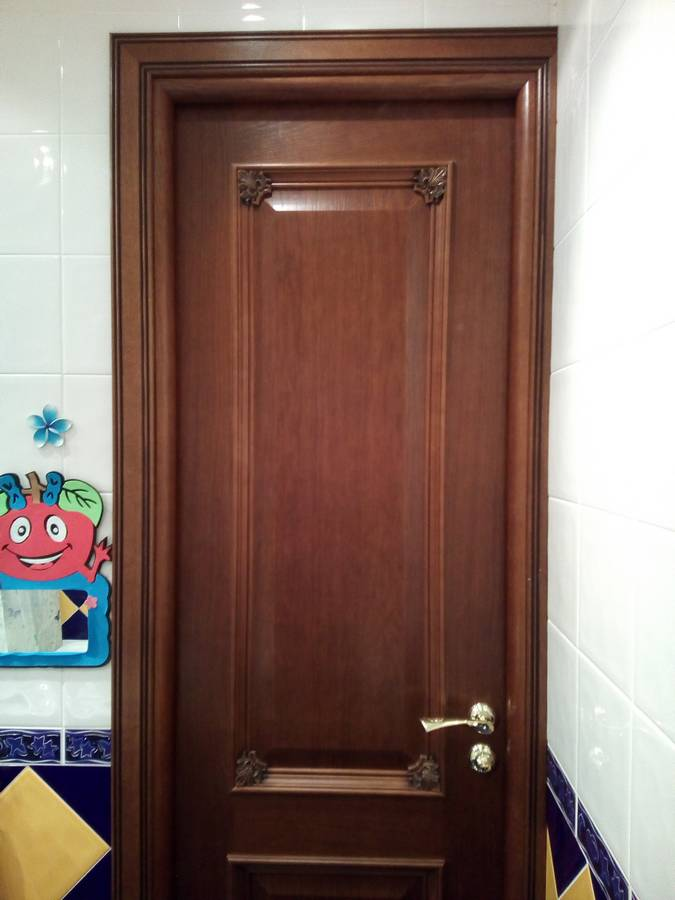 Дверь перпендикулярно к стене