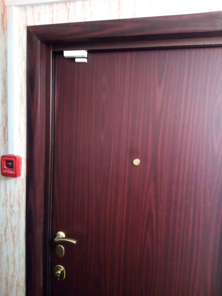 доборы на входные двери цвета махагон